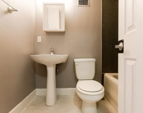 Seattle Apartments - Edwards on Fifth Apartments - Bathroom