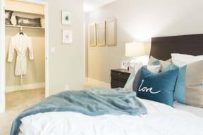 Bedroom with closet  l Kirker Creek Apartments