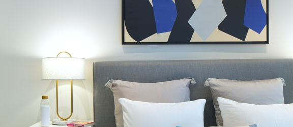 nms-swell-luxury-santa-monica-apartment-los-angeles-bed-closeup