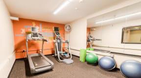 Seattle Apartments - Cosmopolitan Apartments - Fitness Center 1