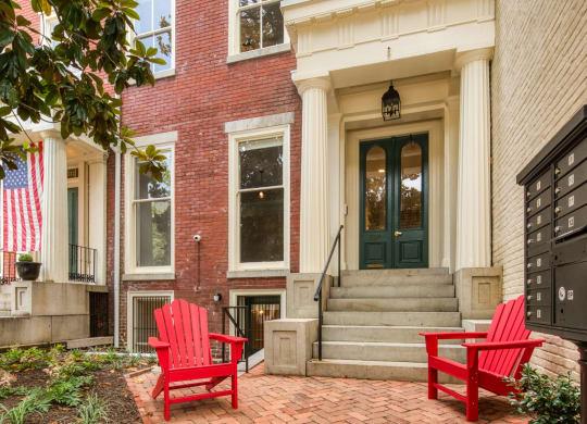 Exterior of The Edgar at Linden Row Richmond VA