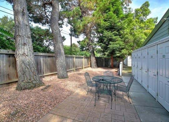 Picnic Area at Downtown Menlo Park Leasing Center, Menlo Park, CA