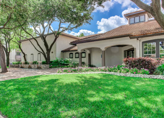 Lush Green Outdoor Spaces at Windsor on White Rock Lake, Dallas, TX