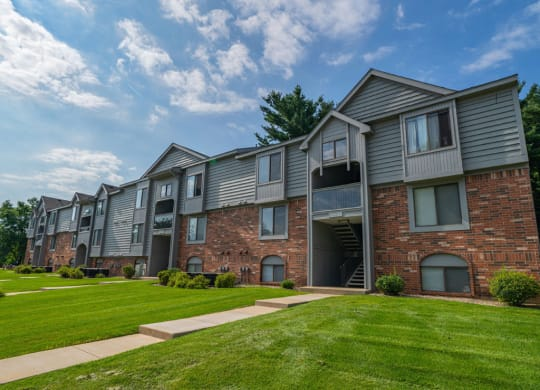 Courtyard With Green Space at Arbor Lakes Apartments, Elkhart, 46516