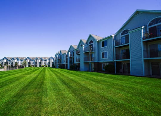 Park Like Grounds at Gull Prairie/Gull Run Apartments and Townhomes, Michigan