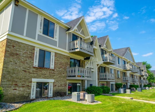 Elegant Exterior View at Hickory Village Apartments, Mishawaka, Indiana
