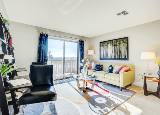 Living Room With Plenty Of Natural Light at Autumn Woods Apartments, Miamisburg, Ohio