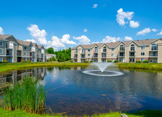 Ponds with Fountains at Trillium Pointe Apartment Homes, Jackson, MI