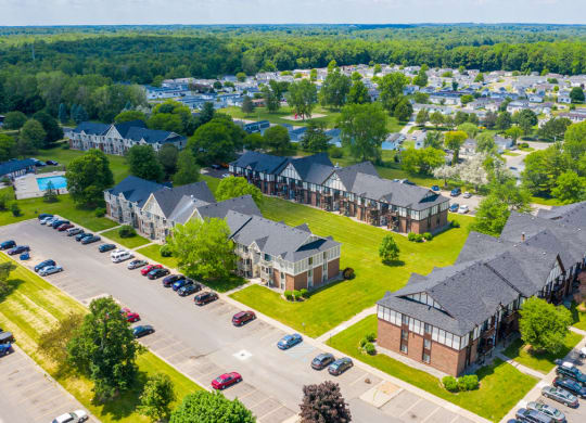 Expertly Maintained Grounds at Waverly Park Apartments in Lansing, MI