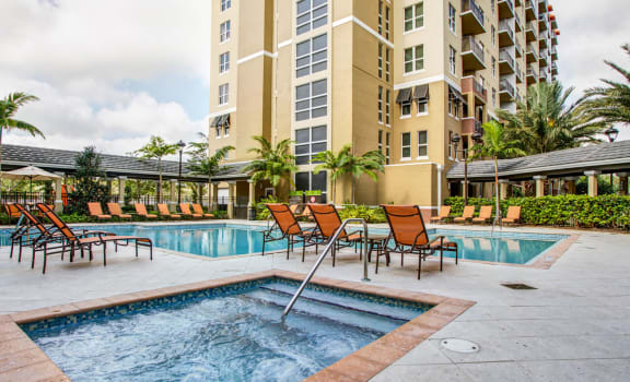 hot tub and outdoor pool area for apartments in plantation florida