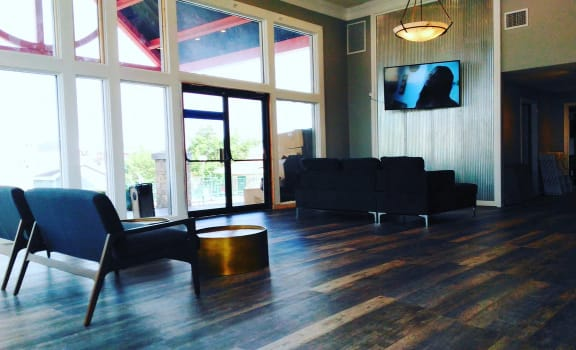 Resident Lounge With TV at Plato's Cave Apartments, Branson, Missouri