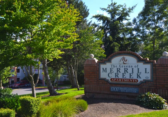 Greens of Merrill Creek signage and yard