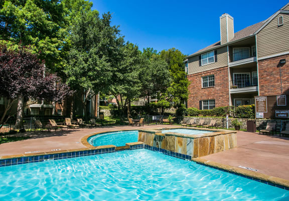 Beautiful swimming pool and hot tub Jacuzzi at North Irving Apartments