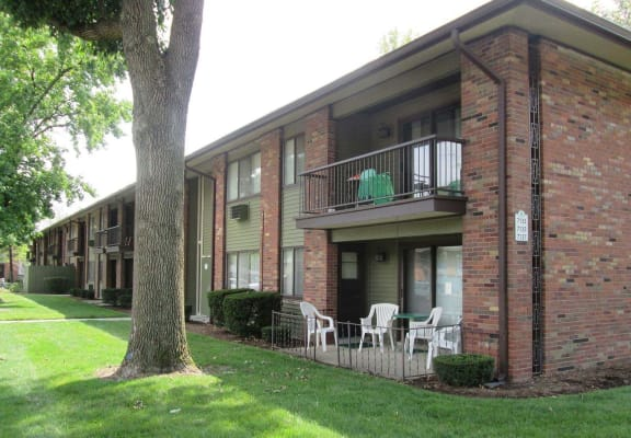 Sitting Chairs In Balcony at Kingston Square Apartments, Indianapolis, Indiana