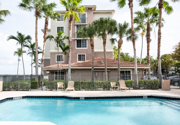 Outdoor swimming pool_Lakeside Commons, West Palm Beach, FL