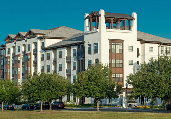 Luxury Apartment Homes Available at Azul Baldwin Park, Orlando, FL