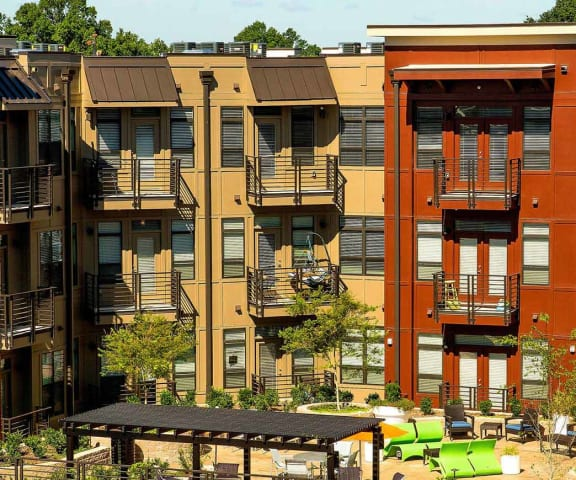 Building Exterior with Courtyard Park & Kingston, Charlotte NC 28203