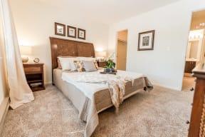Kent Apartments - Signature Pointe Apartment Homes - Bedroom