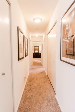 Kent Apartments - Signature Pointe Apartment Homes - Hallway