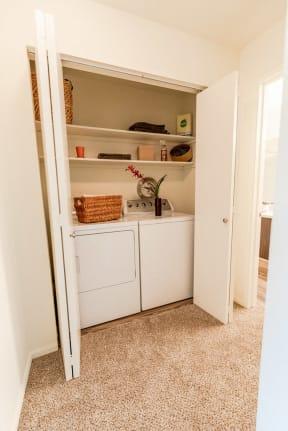 Kent Apartments - Signature Pointe Apartment Homes - Laundry