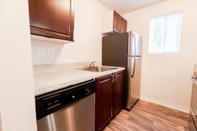 Lakewood Apartments - Bellmary Park Apartments - Kitchen