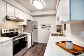 Lakewood Apartments - MOD 83 Apartments - Kitchen