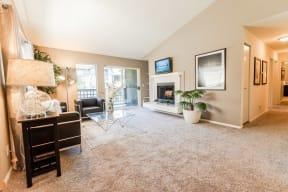 Kent Apartments - Signature Pointe Apartment Homes - Living Room