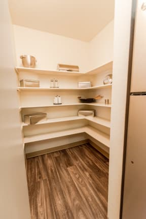 Kent Apartments - Signature Pointe Apartment Homes - Kitchen and Pantry
