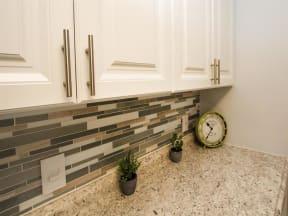 granite at porpoise bay apartments daytona kitchen backsplash