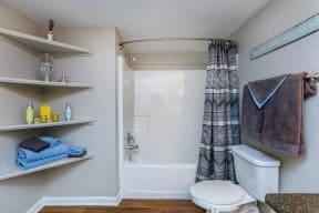 floorplan 1B model unit full bathroom