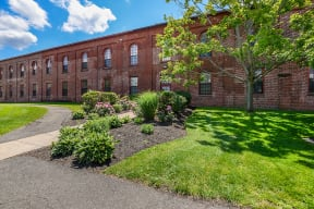Beautifully maintained grounds  | Bigelow Commons