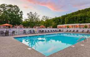 Refreshing Pool With Large Sundeck And Wi-Fi| Cliffside