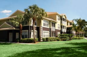 Apartments with private patios | Ashlar Fort Myers