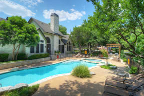 Apartment pool and seating | Museo Austin apartments
