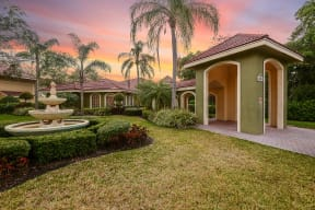 Beautiful grounds with fountain   Cypress Shores
