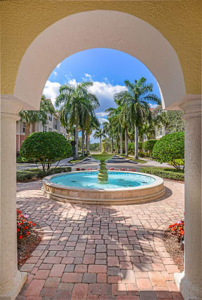 Courtyard with water feature   Floresta