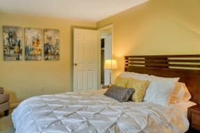 Spacious Bedroom With Comfortable Bed| The Boulders