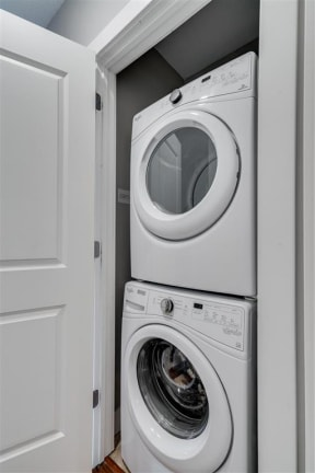 In-Unit Washer & Dryer Sets At Boutique 28 Apartments In Minneapolis, MN