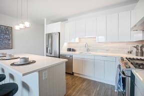 Lincoln Common One Bedroom Kitchen with Island