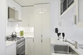 Modern kitchen with white finishes and gas stove