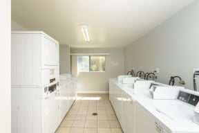 Hawthorne Apartments laundry