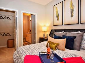 Large Pointe at Lake CrabTree Bedroom En-Suite Bathroom in Morrisville, NC Apartment Rentals