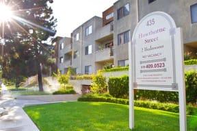 Hawthorne Apartments sign