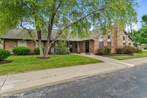 Beautiful Courtyard With Walking Paths, at Suncrest Apartment Homes, 1135 Suncrest Circle, Indianapolis