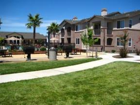 Exterior Building Landscape Apartments in Chico CA l Eaton Village Apartments