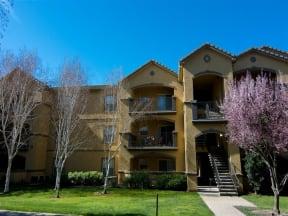 Exterior Building and grass l Oak Brook Apartments in Rancho Cordova CA