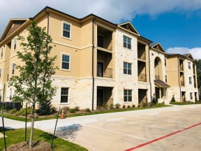 three story building at apartment building in round rock texas