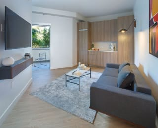 Co-Living Junior Suite with Balcony