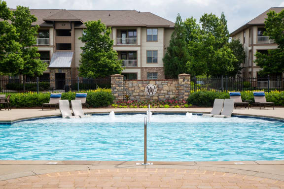 Walton Lakes, Camp Creek Parkway Swimming Pool