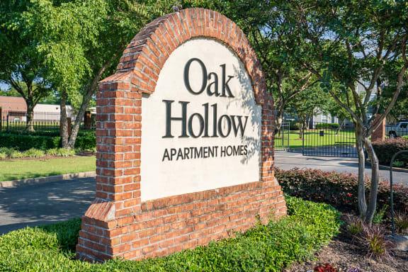 Oak Hollow Monument Sign